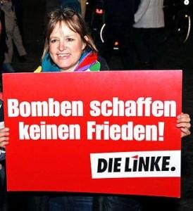 Heike Hänsel, Stellvertretende Vorsitzende der Fraktion DIE LINKE im Bundestag bei der Kundgebung gegen den Syrien-Einsatz vor dem Brandenburger Tor am 3.12.2015